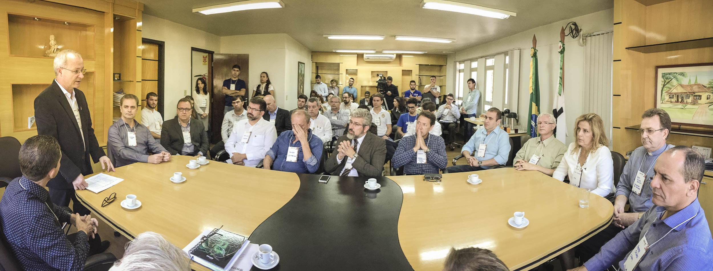 2017-04-17 Entidades em Defesa da UEM Reitor Mauro Baesso-107